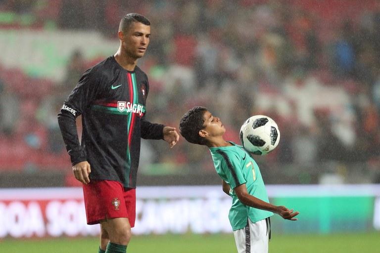 Putra dari Cristiano Ronaldo ini mulai menunjukkan prestasi yang luar biasa didunia sepak bola